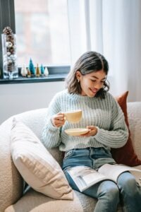 girl with coffee reading